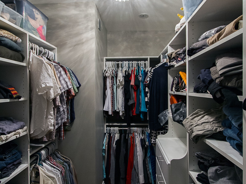 Walk-in-Closet-Storage